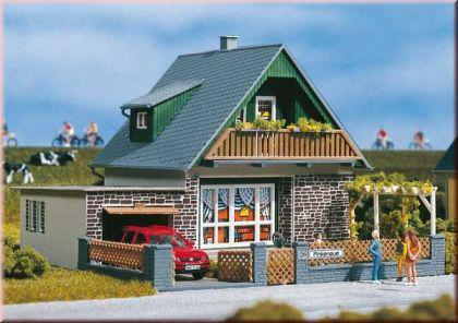 auhagen 11387 haus michaela kaufen bei modelleisenbahnladen saase leuteritz gbr. Black Bedroom Furniture Sets. Home Design Ideas