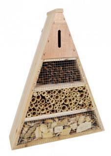 Insektenhotel aus Holz, Bambus und Zapfen