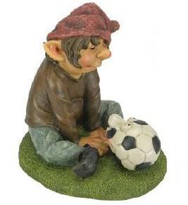 Gartendeko Fußballzwerg Sitzt