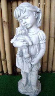 Steinfigur Mädchen mit Hase aus Steinguss
