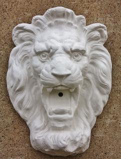 Steinfigur Wasserspeier Löwen, mit Öse zum Aufhängen, aus Steinguss