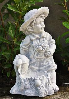 Steinfiguren Junge mit Gießkanne aus Steinguss