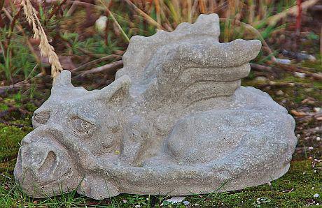 Steinfigur Drache schlafend aus Steinguss