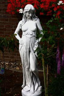 Steinfigur Frau mit Blumenkranz, Figur aus Steinguss