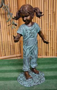Bronzefigur Mädchen mit Vogel, Skulptur aus Bronze