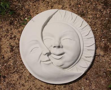 Steinfigur Sonne & Mond, 45 cm Durchmesser, Wandschmuck aus Steinguss