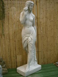 Steinfigur Frau mit Tuch, Skulptur aus Steinguss - Vorschau 2