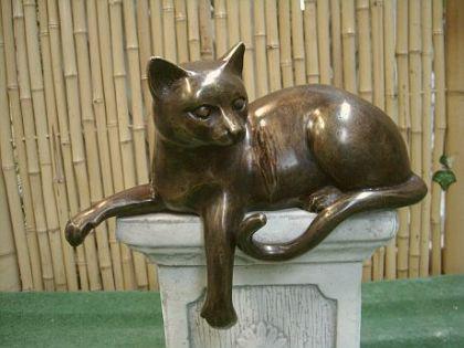 Bronzefigur Katze, liegend, Figur aus Bronze Katzen Stubentiger