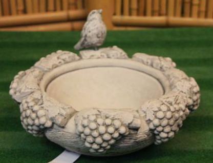 Steinfigur Vogeltränke Weintrauben, Skulptur aus Steinguss