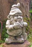 Steinfigur Gnom mit Spaten, aus Steinguss