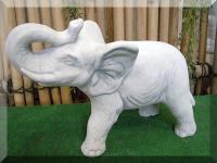 Elefant für den Zoo oder für den Garten / Zootiere