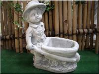 Junge mit Schubkarre für Garten und Balkon /frostsicher !