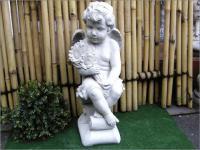 Steinfigur Engel mit Sonnenblumen Garten & Terrasse/ Engel