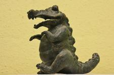 Bronzefigur Wasserspeier Edison das Krokodil, Tierfigur aus Bronze