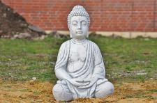 Steinfigur Buddha sitzend aus Steinguss