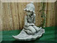 Steinfigur Vogeltränke Fee/Blumengeist Glockenblume auf Blatt