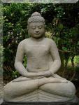 Steinfigur Buddha aus Lavasteinguss