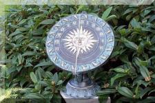 Bronzefiguren Sonnenuhr aus Bronze