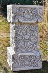 Steinfigur Blumen Sockel, Säule aus Steinguss Frostfest