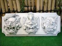 Steinfiguren Gargoyles auf Schild, Figur aus Steinguss