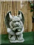 Steinfigur kleiner Gargoyle, nachdenklich, Fantasyfigur aus Steinguss