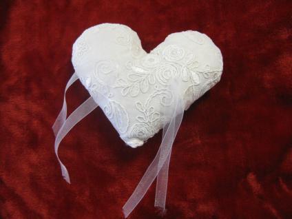Ringkissen Herz in cremeweiss, Handarbeit Deko - Vorschau 1