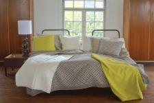 Tagesdecke 210x220 cm Überwurf für ein Doppelbett Farbe Schlamm von David Fussenegger