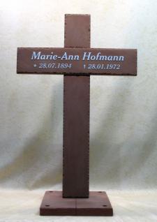Grabkreuz aus graphikstein mit eingelassener schrift for Boden mit schrift