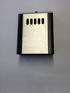 Edelstahl Aussen-Aschenbecher Standard mit schwarzen Elementen auf den Seiten