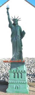 Freiheitsstatue Liberty Figur mit Sokel groß