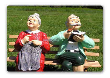 Oma & Opa auf Gartenbank Gartenfigur Figur Deko - Vorschau 2
