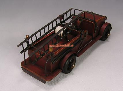 feuerwehrauto aus holz im antik look kaufen bei helga freier. Black Bedroom Furniture Sets. Home Design Ideas