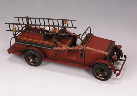 Feuerwehrauto aus Holz im Antik Look