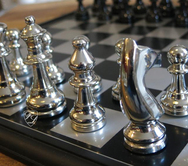 aluminium schachspiel edel metall luxus deko home interiors rivera kaufen bei helga freier. Black Bedroom Furniture Sets. Home Design Ideas