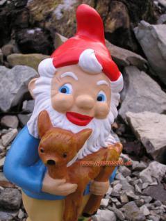Toller Gartenzweg mit Zipfelmütze und Reh Kids auf dem Arm für Ihre Gartendekoration und Deko. - Vorschau 2