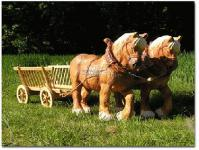 Pferdewagen / Pferdegespann als Gartenfigur