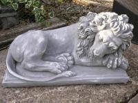 Steinfigur Schlafender Löwe Löwen seitlich Steinguss