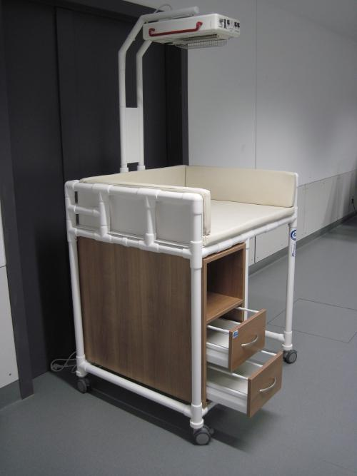 klinik wk7 in sonderfarbe rollbare wickelkommode badewanne wickeltisch w rmestrahler rcn. Black Bedroom Furniture Sets. Home Design Ideas