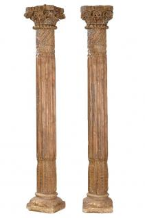 Zwei wunderschön verzierte hohe Säulen Pfeiler aus massivem Teakholz