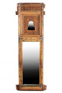 Spiegel eingebaut in großen 100 Jahre altenFensterrahmen
