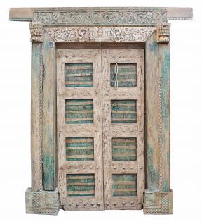 Indien mächtige Tür Tor zweiflügelig breiter Rahmen uralt Massivholz - Vorschau