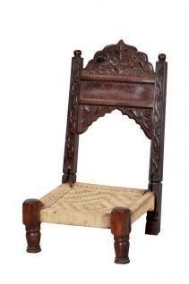 India klassischer niedriger Stuhl Thron 1900 hohe Lehne reiche Schnitzerei