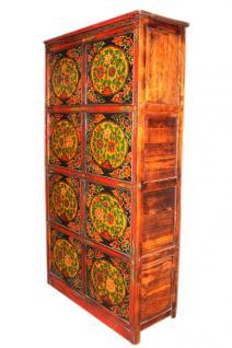 Hoher schlanker tibetanischer Schrank mit Türen klassisches Dekor