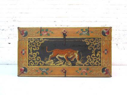 China mittlere Truhe mit feinster traditioneller Malerei Tigermotiv auf lackiertem Pinienholz von Luxury-Park