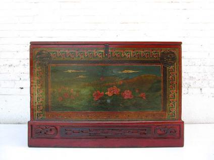 China Shanxi 1890 Truhe Hochzeitstruhe mit farbenfroh bemalte Oberfläche mit hübschem Blumendekor Ulmenholz von Luxury Park