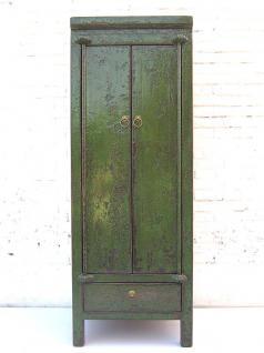 China schlanker halbhoher dunkelgrüner Schrank very british Antik Optik mit Schublade im Sockel von Luxury-Park
