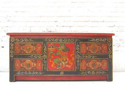 China ca 1940 kleine Anrichte Kommode Pinie in traditioneller Bemalung filigrane Motive von Luxury Park