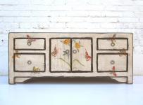 China feine weiße Kommode Lowboard Pinie bemalt mit Schmetterlingsmotiven Schubladen und Doppeltüre von Luxury-Park