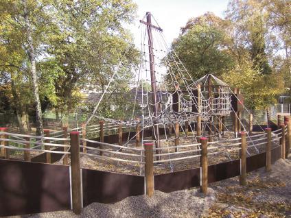 Ullmann Riesen-Spielschiff Abenteuerspielplatz Piratenschiff Kletterturm