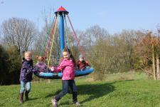 Hally-Gally Spielplatz Zwergennest-Karussell Karussell Kletterkarussell Drehturm